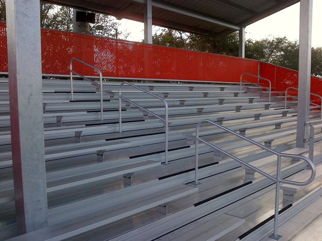 BLEACHERS WITH ACCESSIBLE AISLES